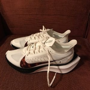 Nike Zoom Gravity running shoes